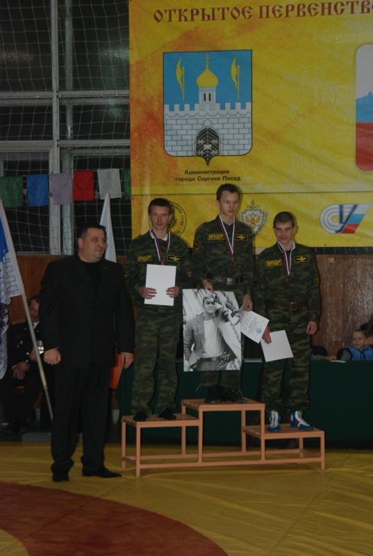 Ветеран спецназа и член оргкомитета О.А. Лисов с призерами Первенства